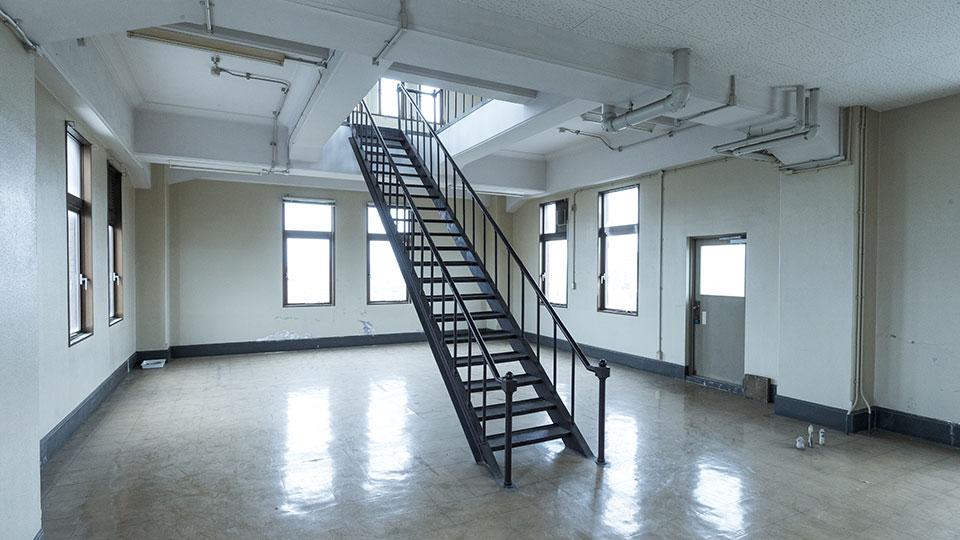 本館-屋上階段