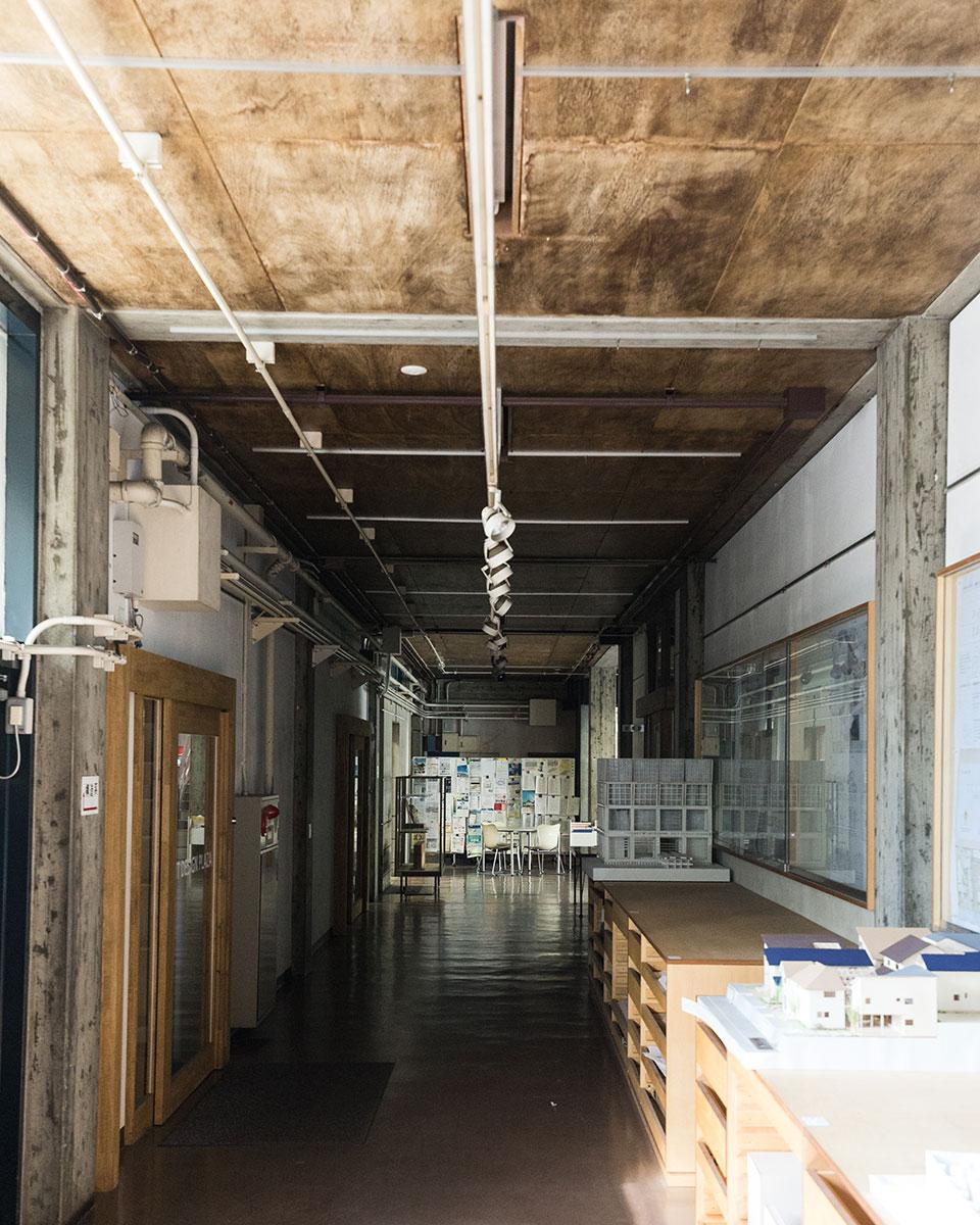 建築学部教室-廊下
