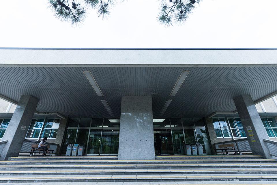 中央図書館-エントランス