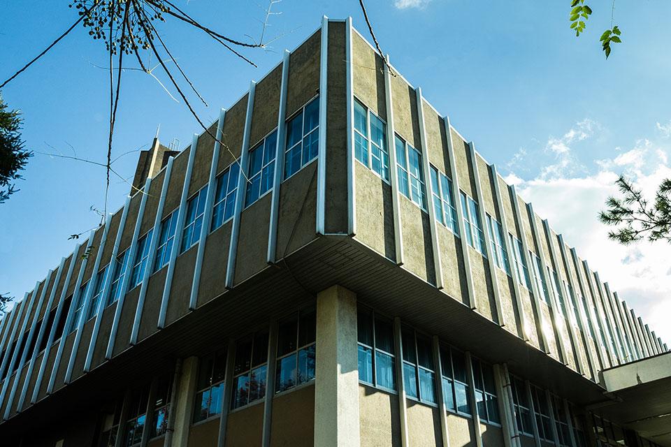 中央図書館-外観2